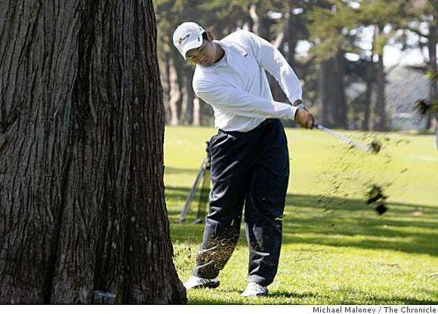 Carlos Briones hits from the rough on the 28th fairway during the final round of the San Francisco City Golf Championship at Harding Park on Sunday, March 8, 2009. Photo: Michael Maloney, The Chronicle