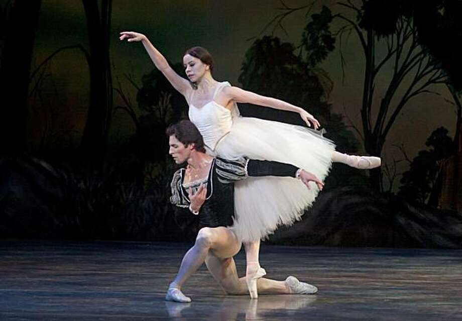 All photos by Robert Shomler Act2Giselle: Giselle (Karen Gabay) and Albrecht (Maykel Solas) Photo: Robert Shomler