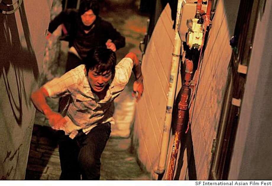 Still 1:  Kim Yoon-Suk as Joong-ho Eom in Hong-jin Na�s THE CHASER Photo: SF International Asian Film Fest