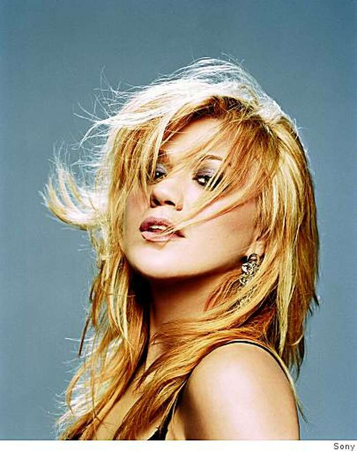 Kelly Clarkson Photo: Sony
