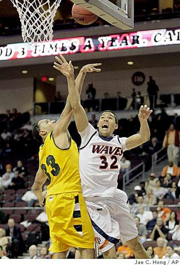 Pepperdine's Taylor Darby, right, shoots as San Francisco's Dior Lowhorn defends during the first half of an NCAA college basketball game at the West Coast Conference men's tournament in Las Vegas, Friday, March 6, 2009. (AP Photo/Jae C. Hong) Photo: Jae C. Hong, AP