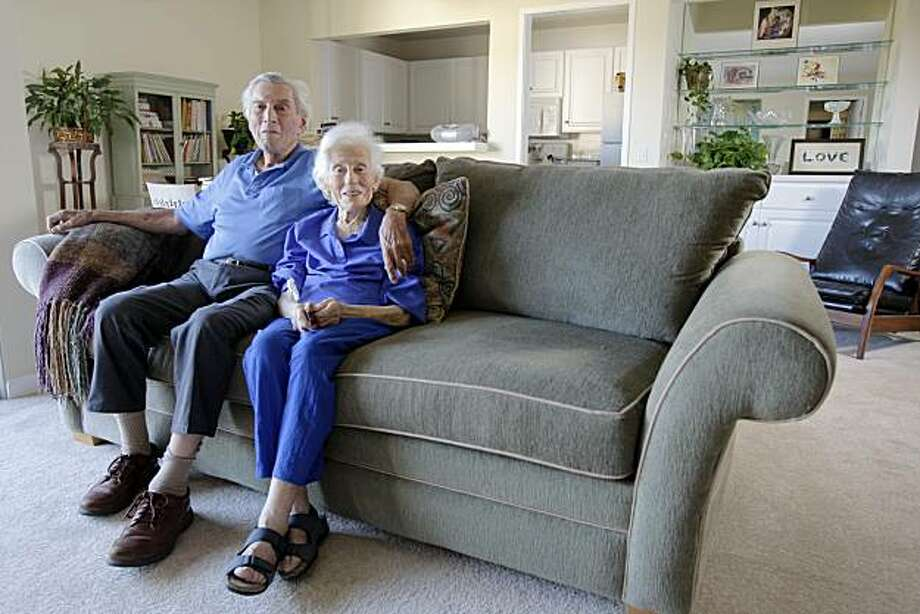 Miriam Kanter, 92, and Irving Stein, 89, pose together at their apartment Tuesday, October 11, 2010, Menlo Park, Calif. Photo: Adm Golub, The Chronicle