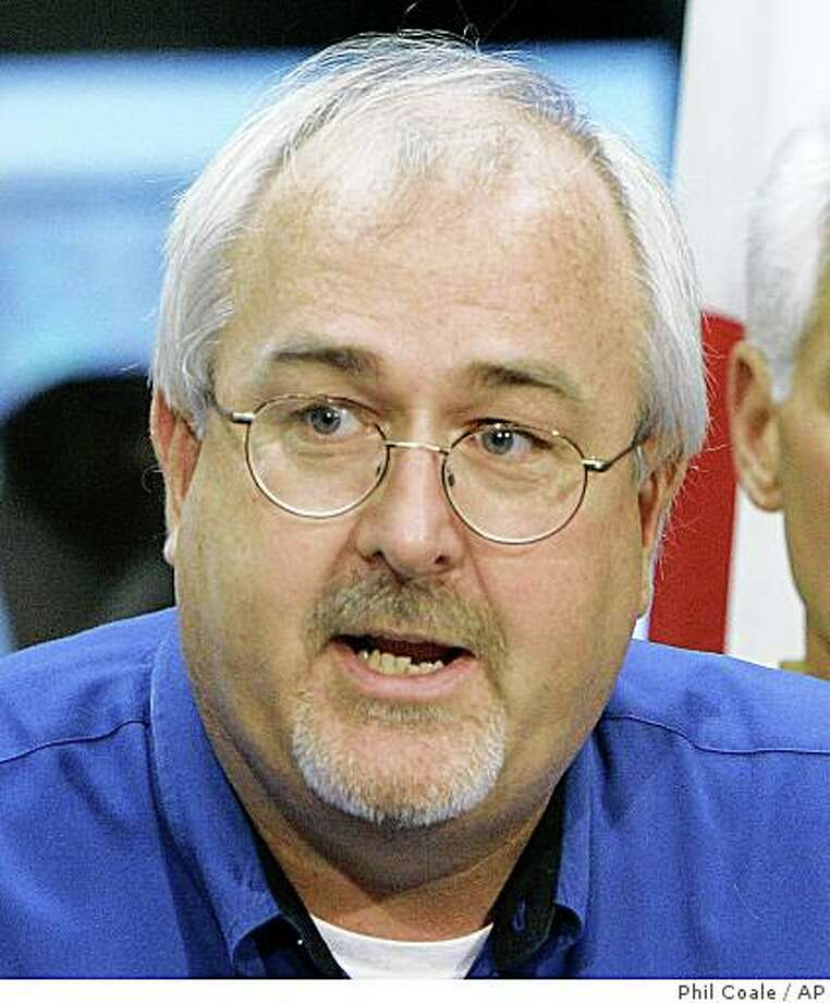 **FILE**Craig Fugate, Florida's director of emergency management, is shown in this Aug. 2008, file photo, in Tallahassee, Fla.  President Barack Obama plans to name Fugate to lead the Federal Emergency Management Agency, an official familiar with the appointment said Wednesday, March 4, 2009.  Fugate has served as director of Florida's Division of Emergency Management since 2001.     (AP Photo/Phil Coale, File) Photo: Phil Coale, AP