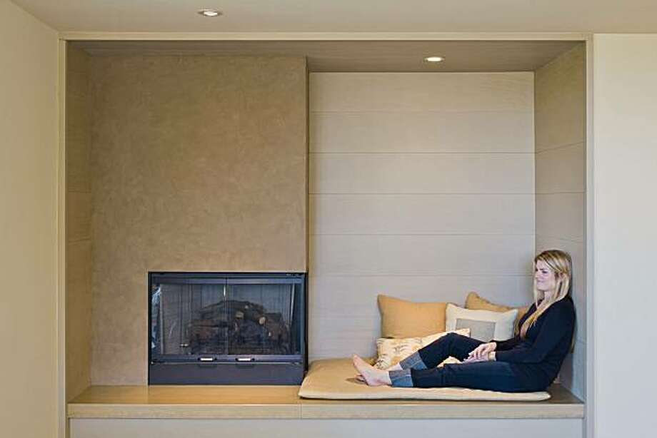 89 Southampton fireplace with Shannon Torrey Photo: Jeannie O'Connor