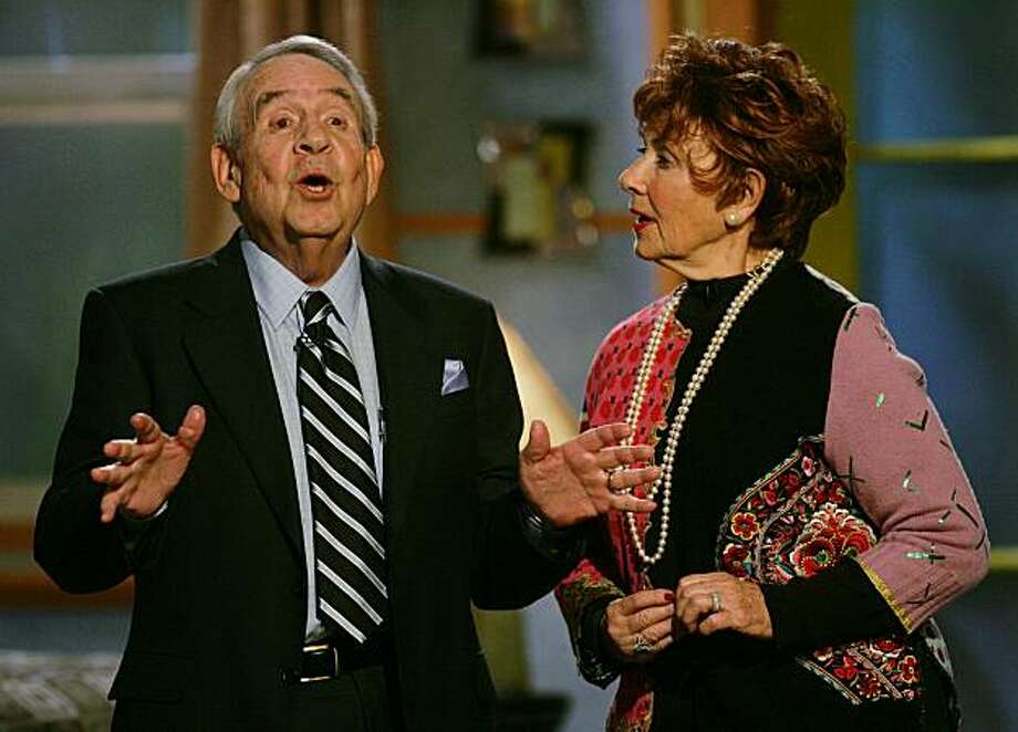 """Tom Bosley, left, and Marion Ross, who played parents on the television show """"Happy Days,"""" speak to attendees of the sixth annual Family Television Awards, Wednesday, Dec 1, 2004, in Beverly Hills, Calif. (AP Photo/Danny Moloshok) Photo: Danny Moloshok, ASSOCIATED PRESS"""