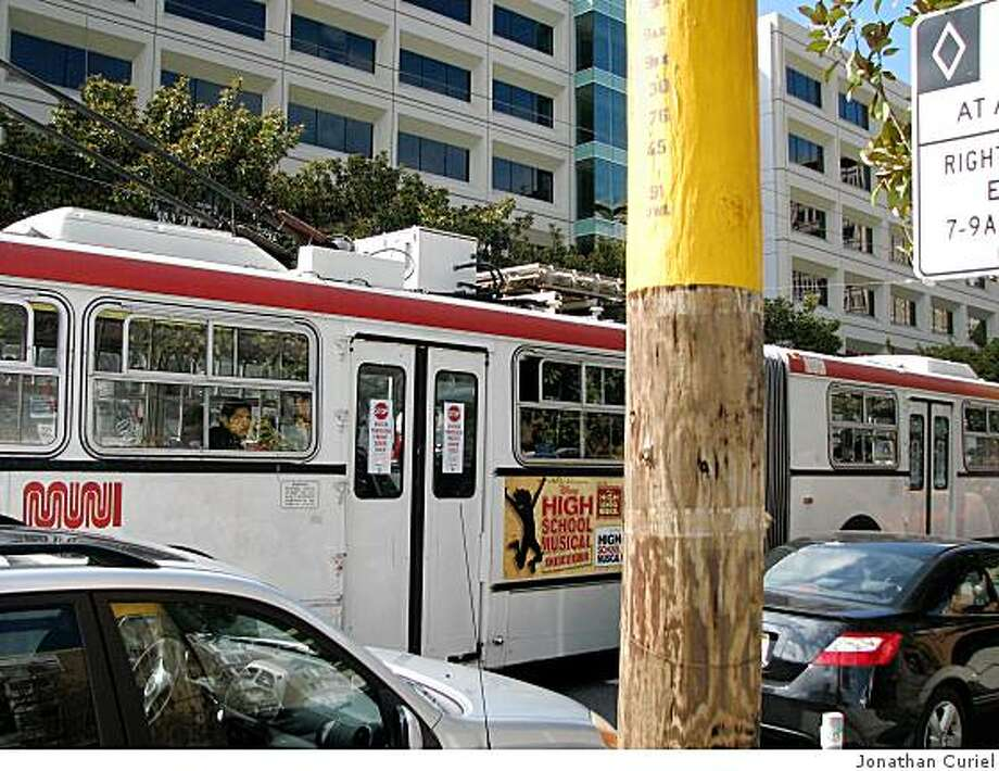 muni stop near 3rd and harrison streets Photo: Jonathan Curiel