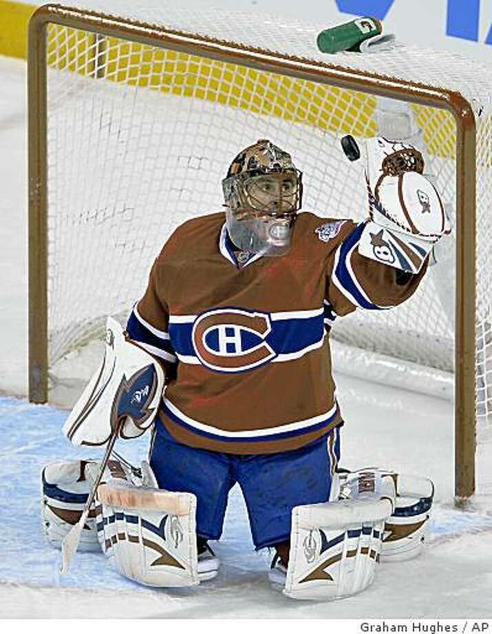 Montreal Canadiens goaltender Jaroslav Halak, of Slovakia, makes a save against the San Jose Sharks during third-period NHL hockey action in Montreal, Saturday, Feb. 28, 2009. (AP Photo/The Canadian Press,Graham Hughes) Photo: Graham Hughes, AP