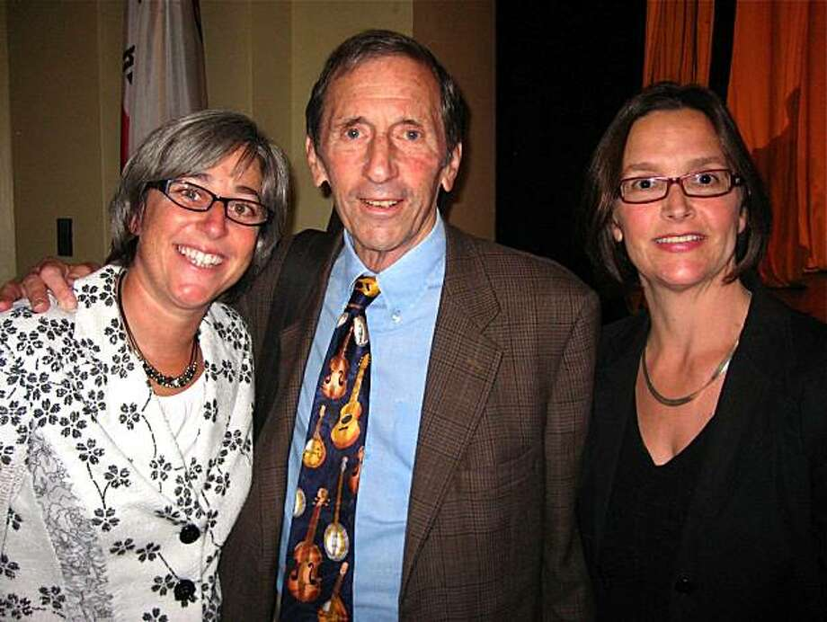 Gateway Principal Sharon Olken (left) with Warren Hellman and Frances Dinkelspiel at the Matters of Mind Luncheon. October 2010. By Catherine Bigelow. Photo: Catherine Bigelow, Special To The Chronicle