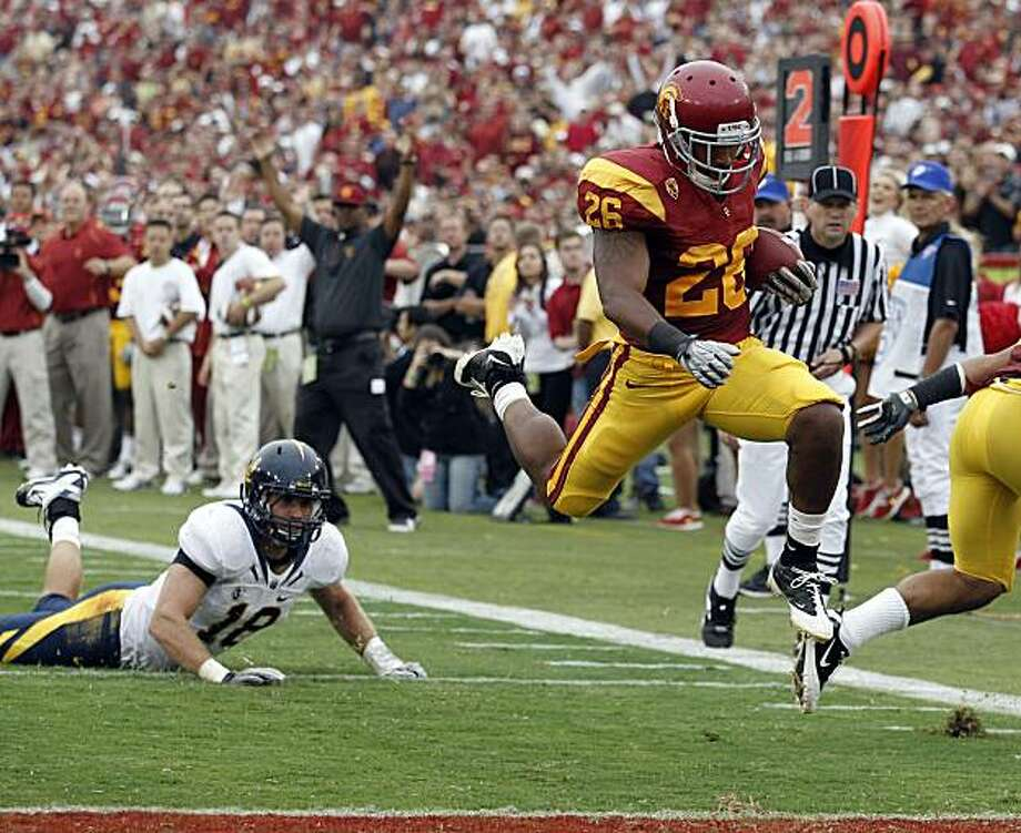 Southern California running back Marc Tyler, right, scores as California linebacker Michael Mohamed looks on during the first half of an NCAA college football game in Los Angeles, Saturday, Oct. 16, 2010. Photo: Chris Carlson, AP