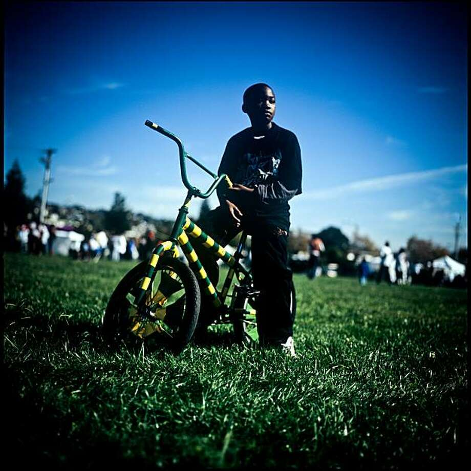 Kids riding Scraper bikes in East Oakland, CA. Photo: Zackary Canepari, KQED