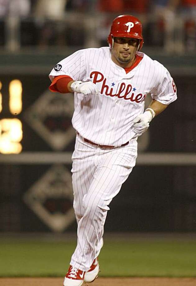 Philadelphia Phillies' Shane Victorino runs the bases after he hit a solo home run against the New York Mets in the first inning of a baseball game Friday, Sept. 24, 2010, in Philadelphia. Photo: H. Rumph Jr, AP
