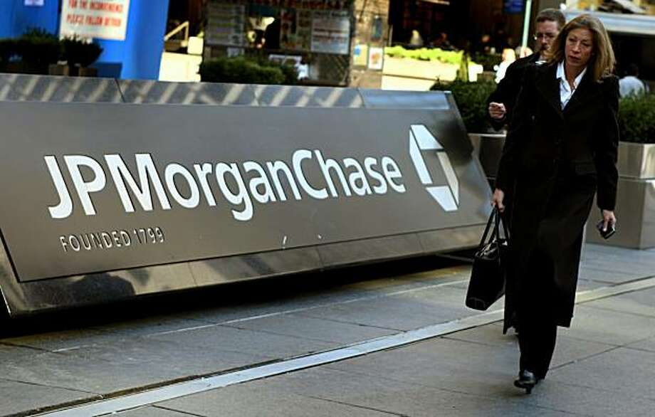 (FILES)Pedestrians walk past the JP Morgan Chase headquarters in New York in this March 17, 2008 file photo. JP Morgan Chase on October 13, 2010 reported its profits rose 23 percent in the third quarter on better performance by its retail banking arm. Profits rose to 4.4 billion dollars from July to September, an increase of 23 percent from the same period last year, the company said in a statement. Photo: Don Emmert, AFP/Getty Images
