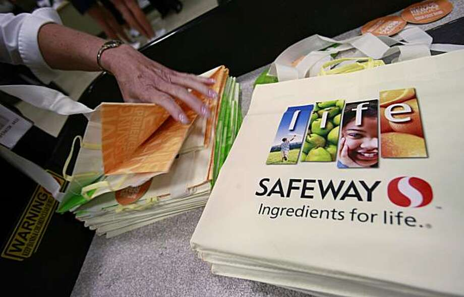 FILE - This file photo made July 21, 2010, shows Safeway cloth bags in San Ramon, Calif. Safeway Inc. said Thursday, Oct. 14, 2010, its third-quarter net income fell 4.7 percent, as the national grocery chain paid out severance and sales weakened slightly. Photo: Paul Sakuma, AP