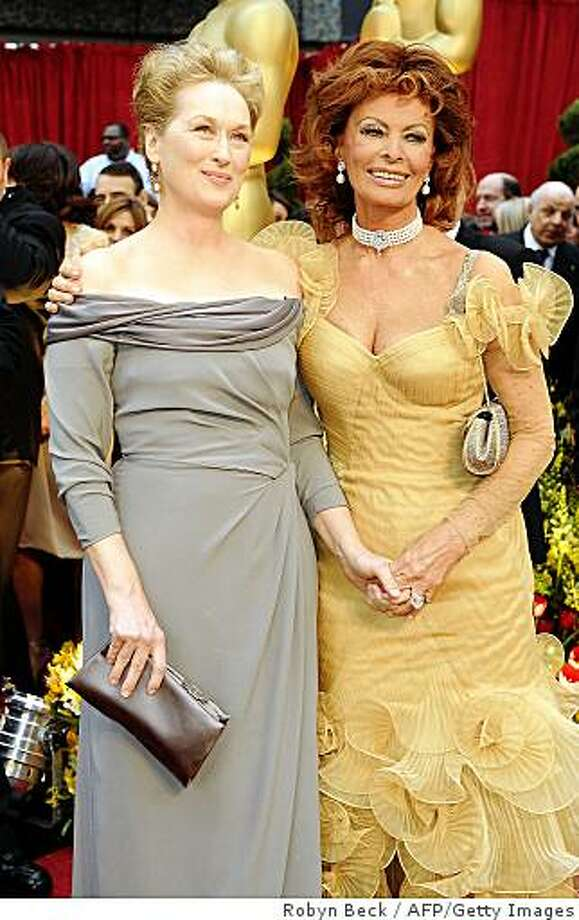 Best Actress Nominee Meryl Streep (L) and Italian actress Sophia Loren (R) arrive at the 81st Academy Awards at the Kodak Theater in Hollywood, California on February 22, 2009. Photo: Robyn Beck, AFP/Getty Images