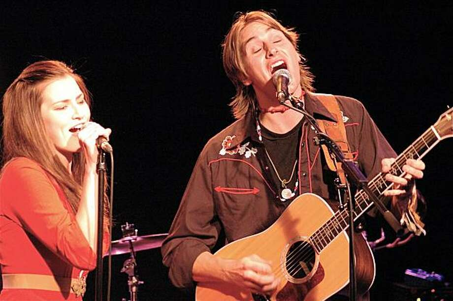 Kelly Prescott as Emmylou Harris and Anders Drerup as Gram Parsons. Photo: Peter Fowler