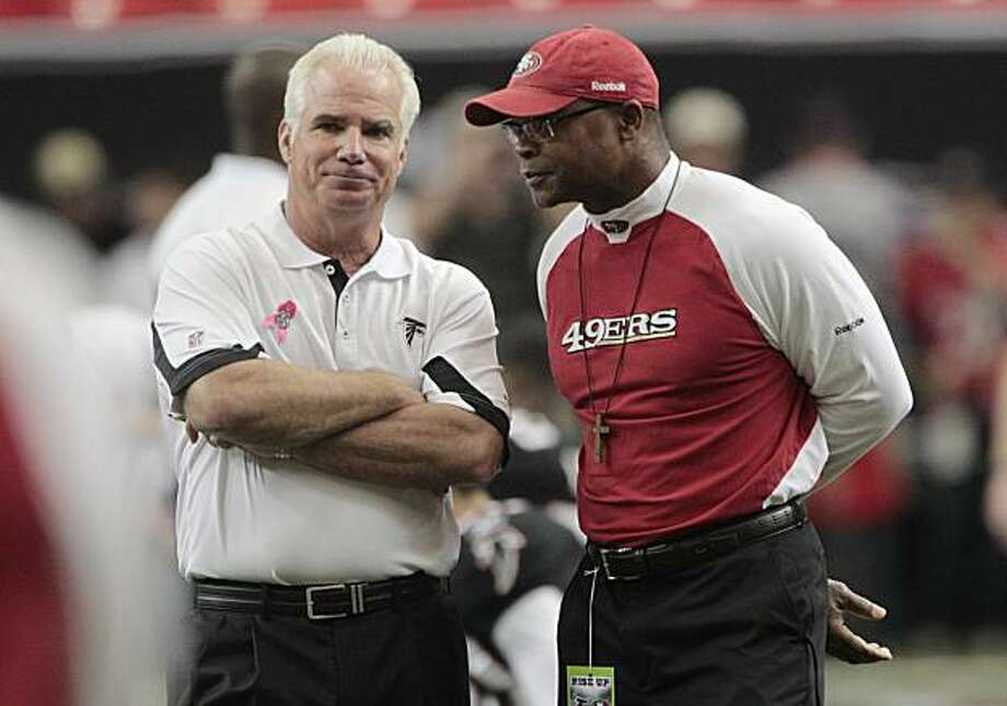 Atlanta Falcons coach Mike Smith, left, talks with San Francisco 49ers coach Mike Singletary before an NFL football game at the Georgia Dome in Atlanta, Sunday, Oct. 3, 2010. Photo: Dave Martin, AP