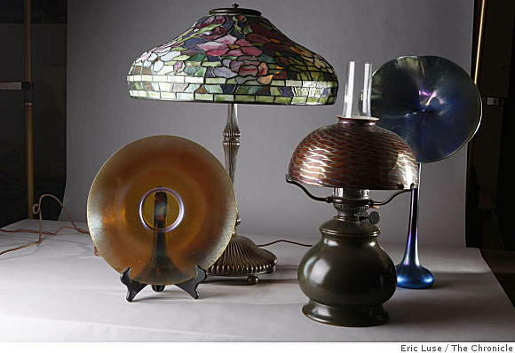 A 12 plate 18 peony lamp as red damascine lamp and