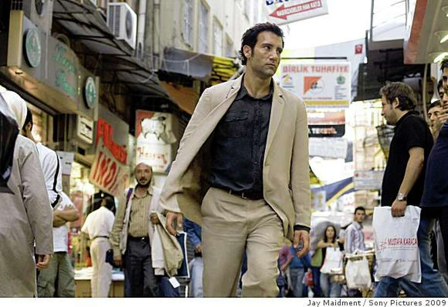"""Clive Owen in """"The International.""""Clive Owen as """"Louis Salinger"""" in Columbia Pictures' thriller THE INTERNATIONAL. Photo: Jay Maidment, Sony Pictures 2009"""