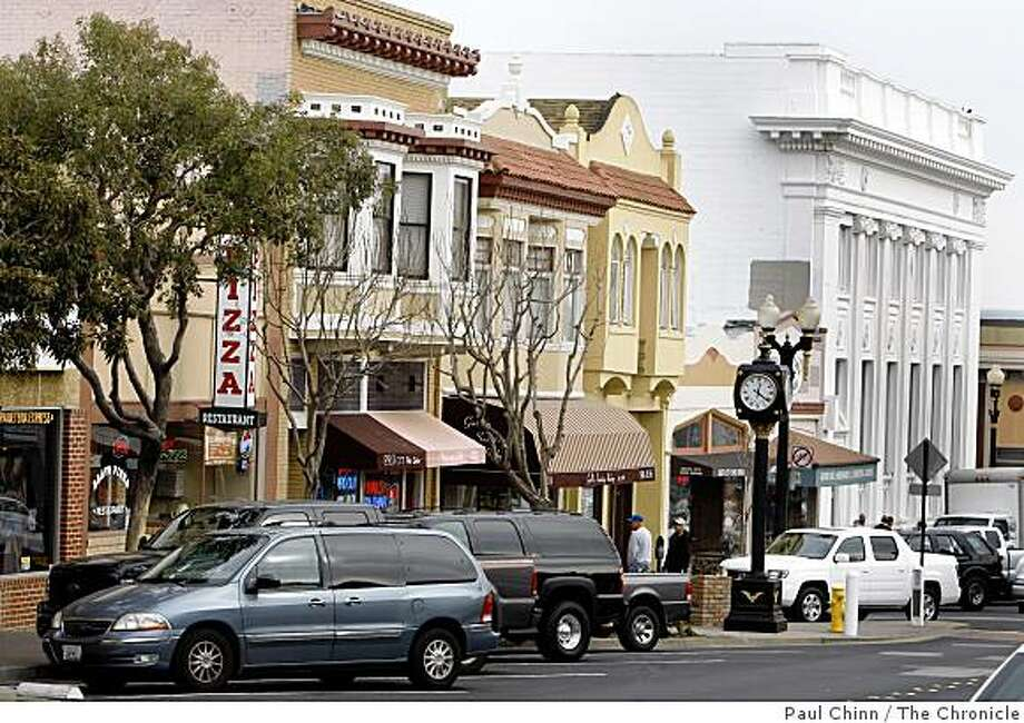 The downtown shopping district on Grand Avenue has a small town feel in South San Francisco, Calif., on Wednesday, Feb. 4, 2009. Photo: Paul Chinn, The Chronicle