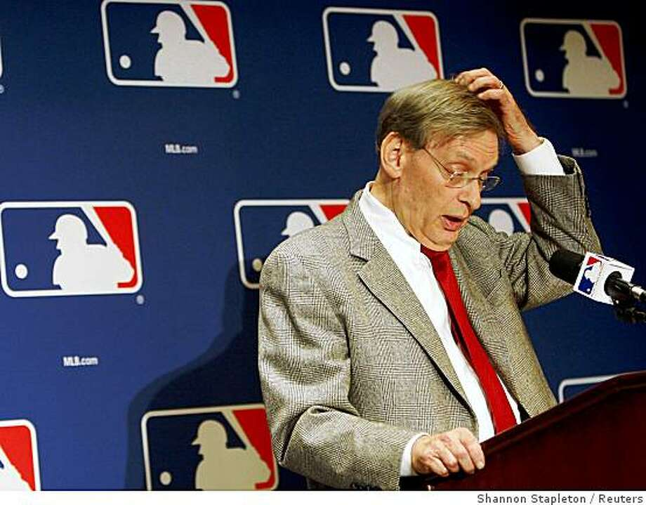 Major League Baseball Commissioner Bud Selig speaks about the long-awaited unveiling of the Mitchell Report on steroids during a news conference in New York, December 13, 2007. Dozens of baseball stars from Barry Bonds to Roger Clemens were named on Thursday in the long-awaited Mitchell Report on steroids use, which Major League Baseball hopes will help clean its tarnished image. REUTERS/Shannon Stapleton (UNITED STATES Photo: Shannon Stapleton, Reuters