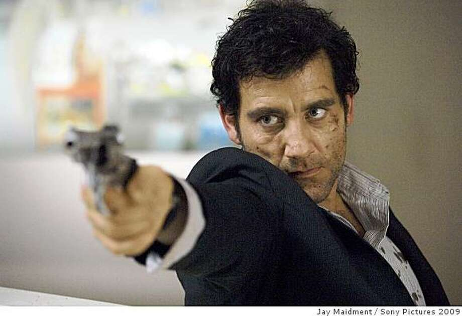 "Clive Owen as ""Louis Salinger"" in Columbia Pictures' thriller THE INTERNATIONAL. Photo: Jay Maidment, Sony Pictures 2009"