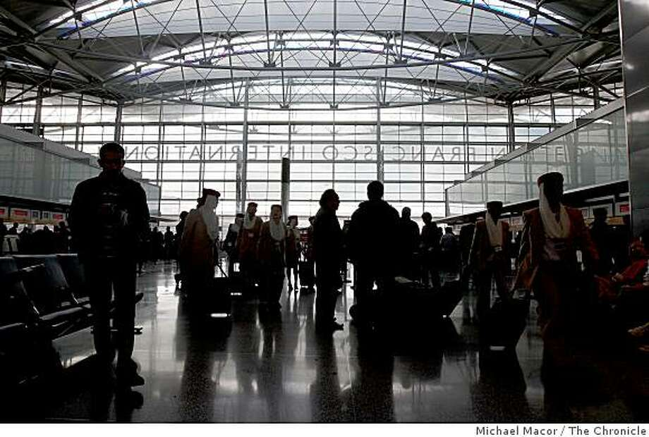The hustle and bustle of Christmas Day at San Francisco International Airport, in the International terminal on Thursday Dec. 25, 2008. Photo: Michael Macor, The Chronicle