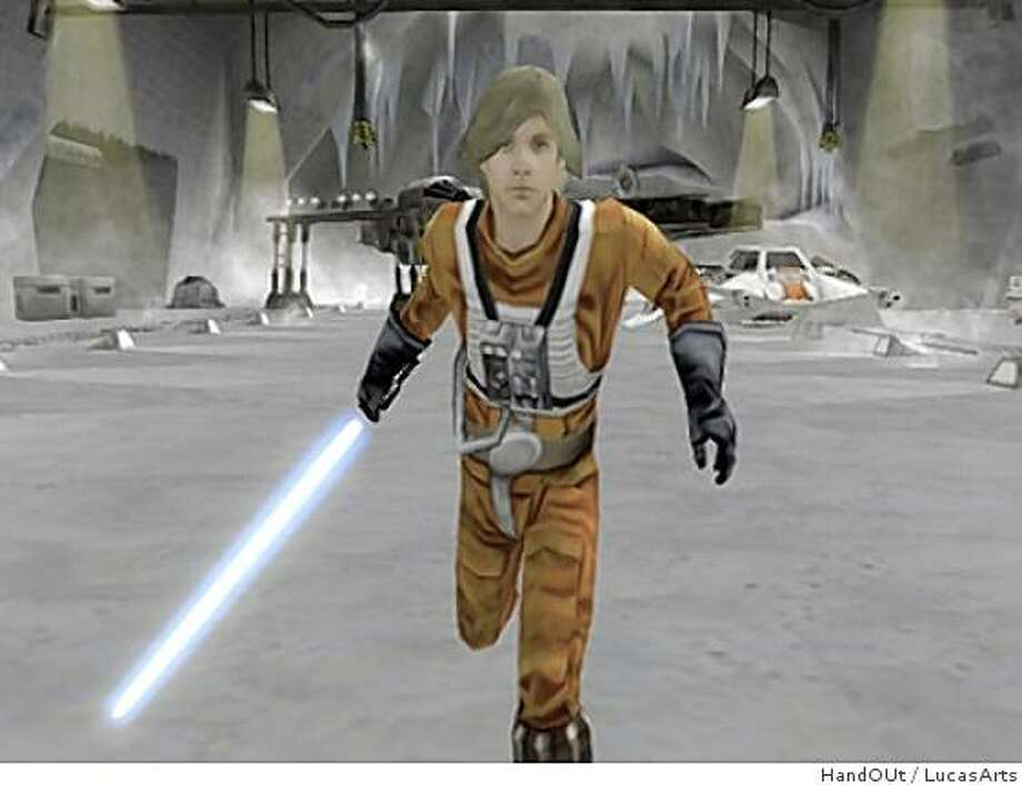 Luke Skywalker runs through the ice planet Hoth in Star Wars Battlefront II Photo: HandOUt, LucasArts