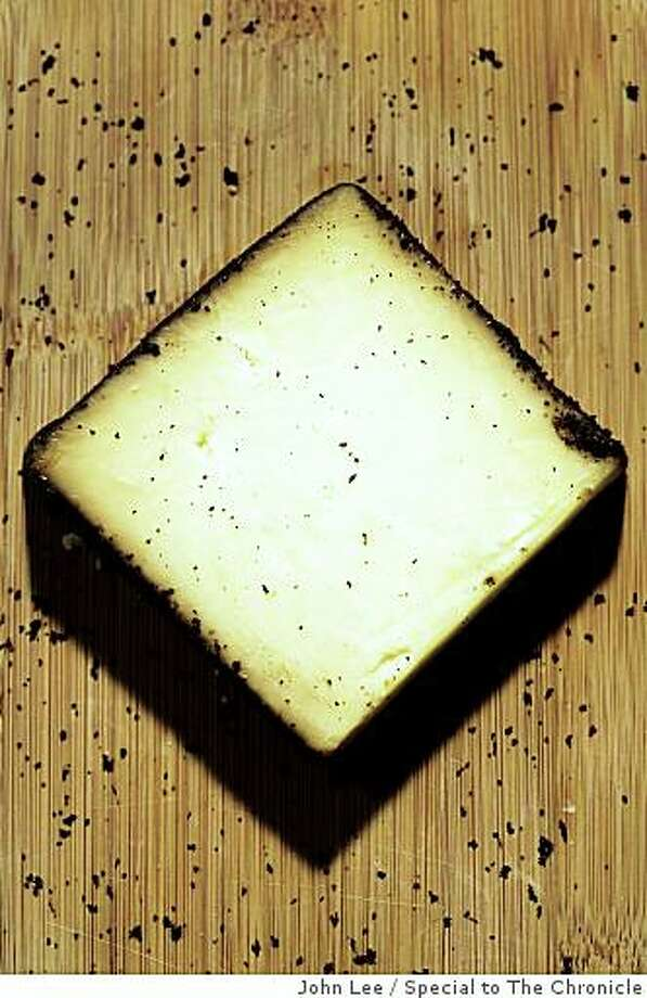 CHEESE08_CHEDDAR_03_JOHNLEE.JPG Cheddar cheese.By JOHN LEE/SPECIAL TO THE CHRONICLE Photo: John Lee, Special To The Chronicle