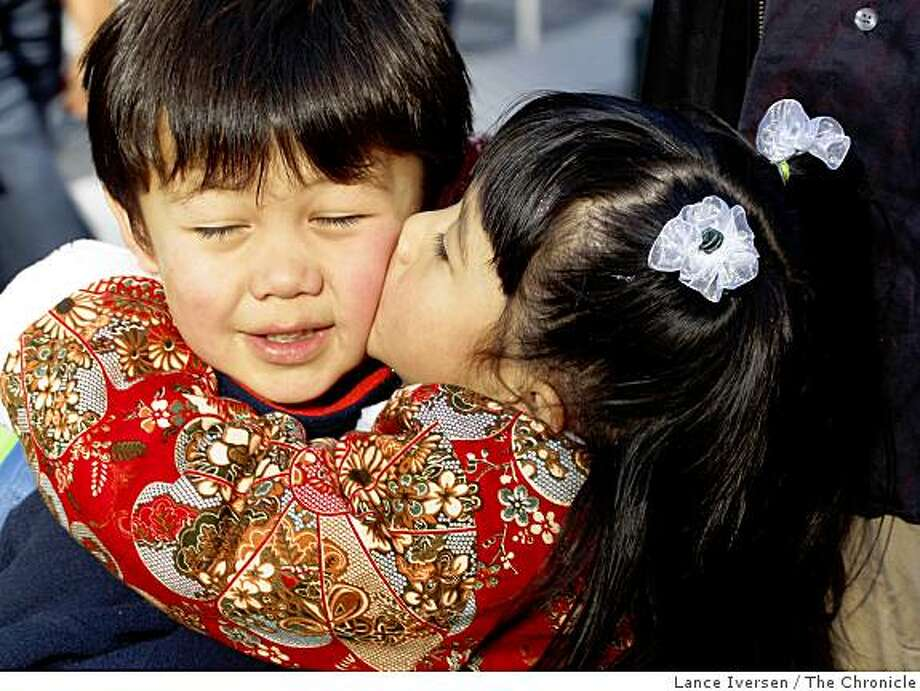 Alana Ahuna,4, right kisses her cousin Marley Kang age,4, as she says goodbye prior to boarding a float at the 2009 Chinese New Year Parade February 7, 2009 in San Francisco. Photo: Lance Iversen, The Chronicle