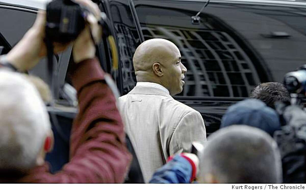 Barry Bonds leaves the federal courthouse on Thursday, Feb 5, 2009 in San Francisco after he pleaded not guilty to charges he lied to a grand jury.