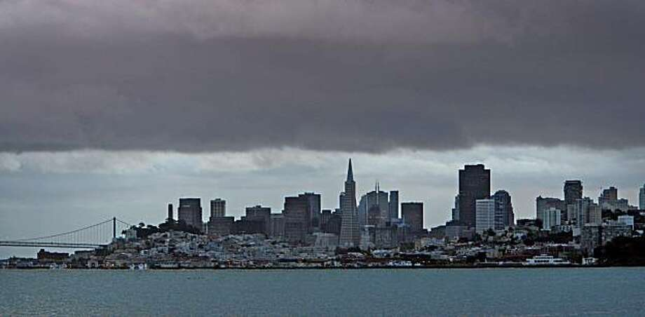 Heavy rain clouds loom over the skyline of San Francisco as seen from Sausalito, Calif., on December 15, 2008. Photo: Frederic Larson, The Chronicle