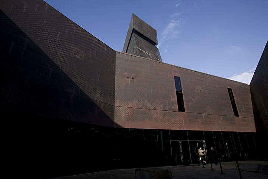 A visitor enters the De Young Museum in San Francisco Calif., on Friday, Jan. 8, 2010. Photo: Adam Lau, The Chronicle
