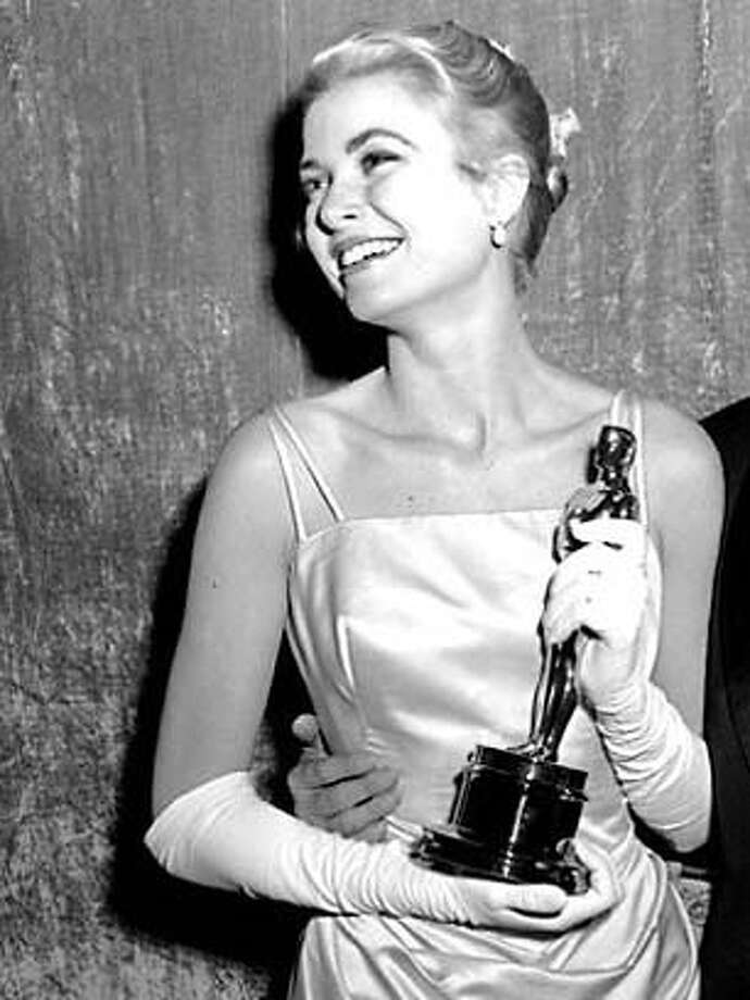 "Grace Kelly with Oscar she won in 1954 for ""The Country Girl"" Ran on: 02-25-2005  Grace Kelly, winning best actress for &quo;The Country Girl&quo; in 1954, seemed older than her 27 years to a preteen Movie Insider. Photo: AP"