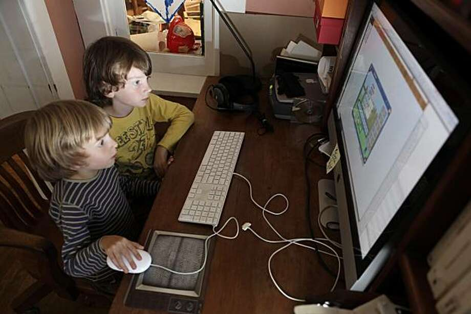 Liam, 7, top, and Cameron, 5, bottom, play Dreambox on their computer at home in Berkeley, Calif., on Monday, September 13, 2010. Elisa Edwards, their mother and a math teacher at Berkeley's Berkwood Hedge independent elementary school, uses DreamBox at home and also recommends it to her students at school. Photo: Carlos Avila Gonzalez, The Chronicle