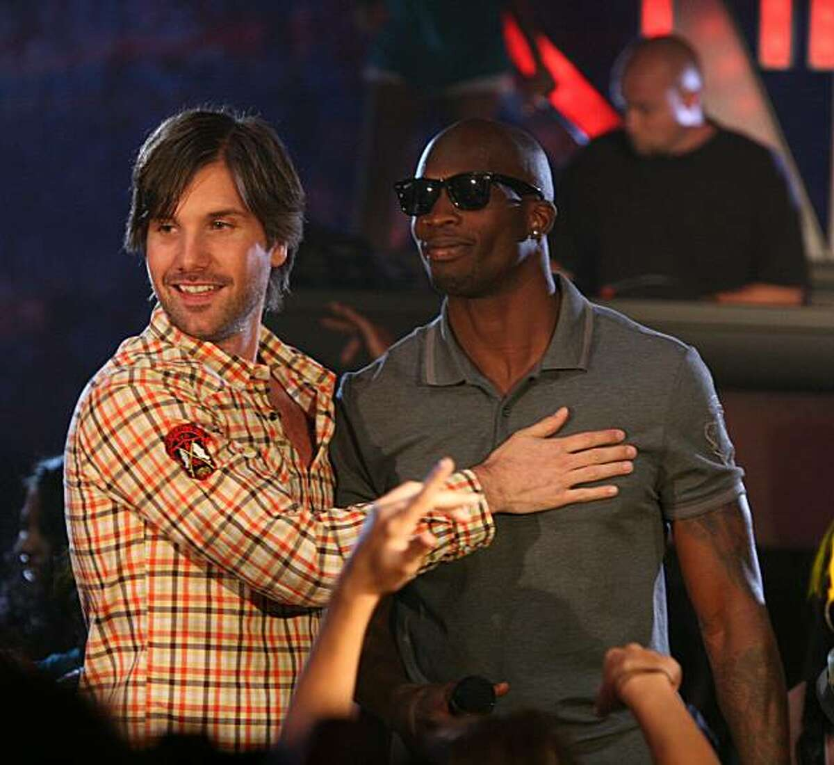 THE LEAGUE: L-R: Jon Lajoie and Chad Ochocinco on the season premiere of THE LEAGUE airing Thursday, September 16, 10:30 PM