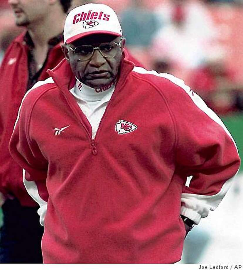 **FILE** In this Nov. 27, 1998 file photo, Kansas City Chiefs offensive coordinator Jimmy Raye watched the warm up before an NFL football game against the Arizonia Cardinals at Arrowhead Stadium in Kansas City, Mo. Raye agreed to terms with the San Francisco 49ers on Friday, Jan. 30, 2009, to become the club's seventh offensive coordinator in seven seasons. (AP Photo/The Kansas City Star, Joe Ledfordm File) ** NO SALES *8 Photo: Joe Ledford, AP