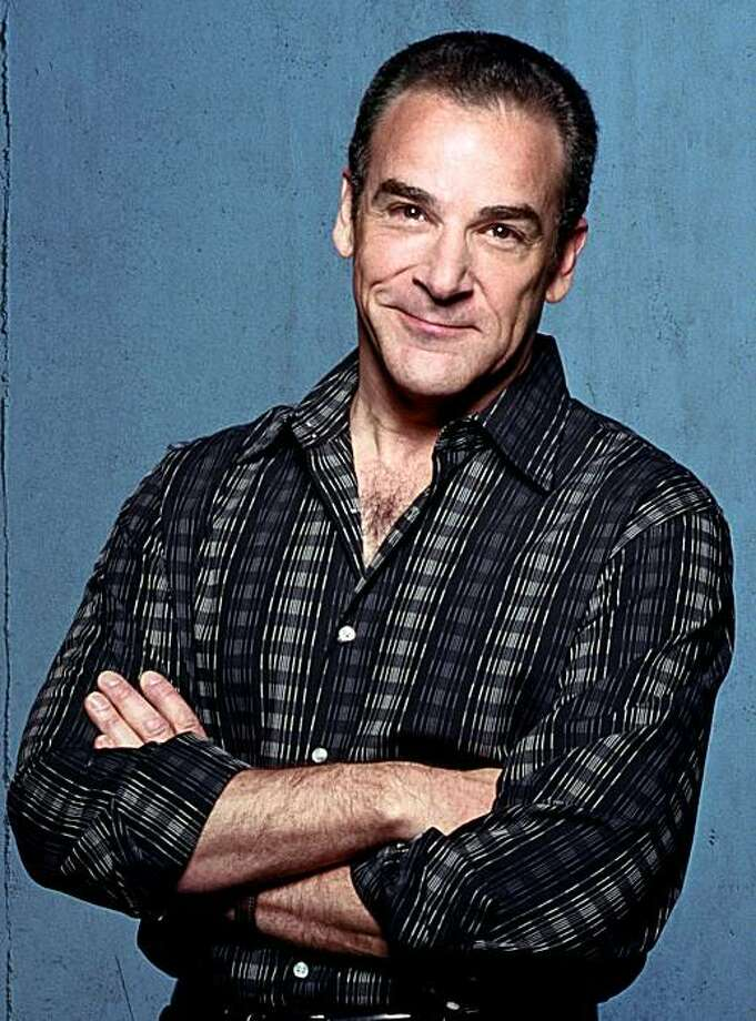 Tony- and Emmy Award-winning actor Mandy Patinkin stars in the world-premiere production of Compulsion at Berkeley Repertory Theatre.  Photographer: Joan Marcus Photo: Joan Marcus