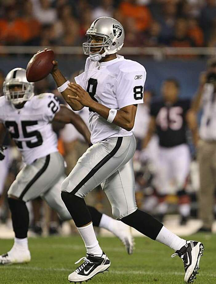 CHICAGO - AUGUST 21: Jason Campbell #8 of the Oakland Raiders looks for a receiver against the Chicago Bears during a preseason game at Soldier Field on August 21, 2010 in Chicago, Illinois. Photo: Jonathan Daniel, Getty Images