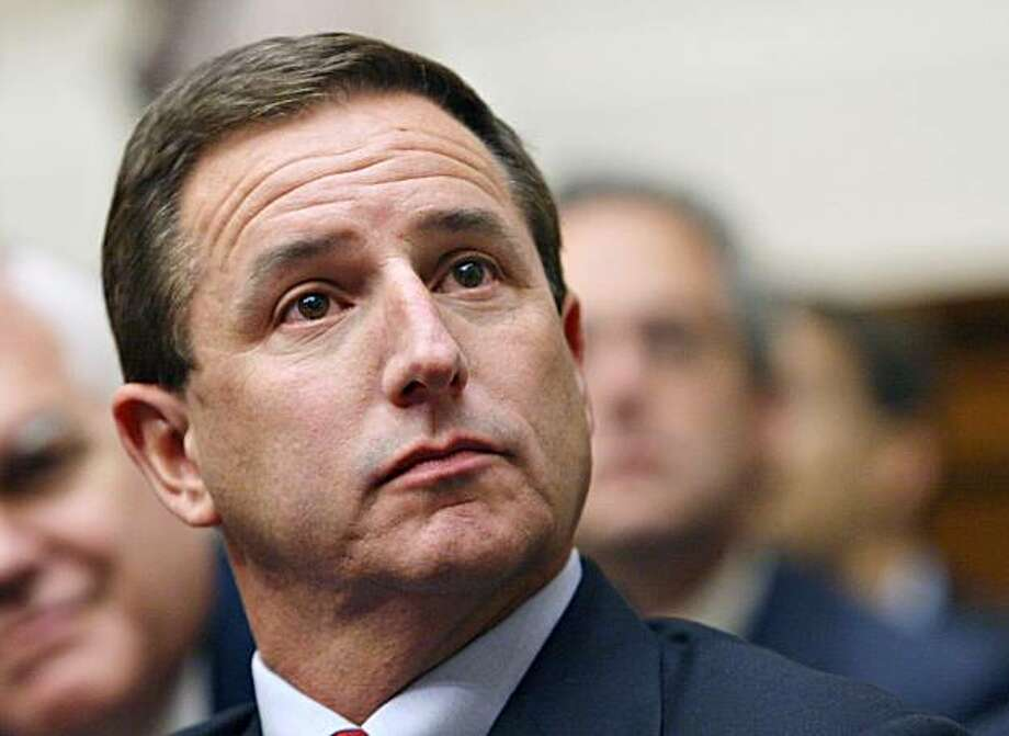 Mark   Hurd, chairman and chief executive officer of Hewlett-Packard Co., awaits his turn to testify before a hearing of the House Committee on Energy and Commerce in Washington, D.C. Thursday, September 28, 2006. Hewlett-Packard executives were rebuked by lawmakers for allowing a probe of boardroom leaks that spiraled into potentially illegal spying. Photographer: Chris Kleponis/Bloomberg News. Photo: Chris Kleponis, Bloomberg News