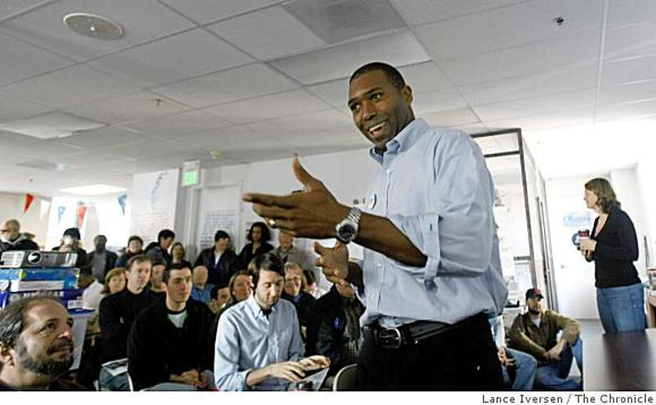 Tony West a Oakland based lawyer who is a member of the Obama National Steering Committee talks to a group of precinct captains inside the Oakland Barack Obama headquarters. Lance Iversen/San Francisco Chronicle (cq) SUBJECT 01/12/08, OAKLAND Ca. Photo: Lance Iversen, The Chronicle