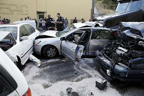 Four injured in 13-vehicle wreck in Oakland - SFGate