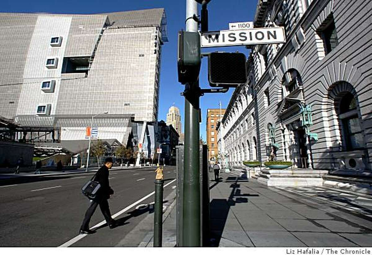 The 2007 San Francisco Federal Building (left) and the 1905 U.S. Court of Appeals building (right) at the intersection of 7th and Mission streets in San Francisco, Calif., on Friday, January 9, 2009.