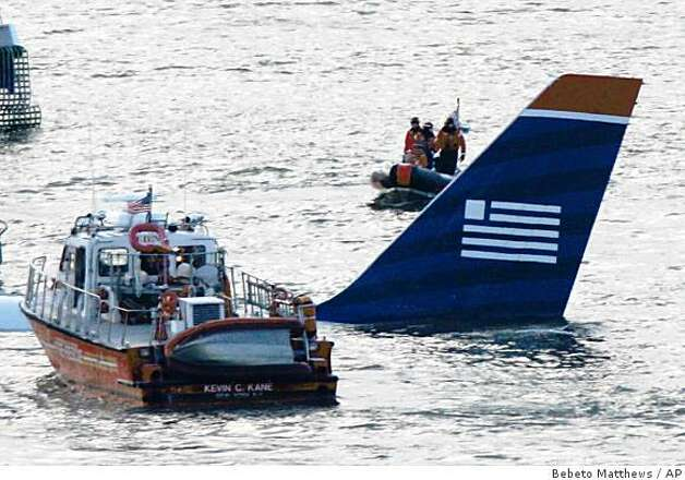Authorities arrive on the scene of an Airbus 320 US Airways aircraft that has gone down in the Hudson River in New York, Thursday Jan. 15, 2009. It was not immediately clear if there were injuries. (AP Photo/Bebeto Matthews) Photo: Bebeto Matthews, AP