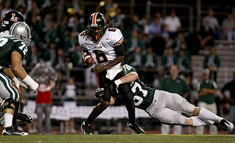 Spartan Dylan Wynn, (67) wraps up Lakeland quarterback Jarrad Haggins, (6) in the 1st quarter as De La Salle  takes on Lakeland in high school football action at Diablo Valley College in Pleasant Hill, Calif.,  on Friday September 25, 2009. Photo: Michael Macor, The Chronicle