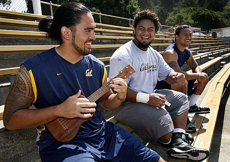 Cal Bears tight end Savai'i Eselu (left) plays his ukulele for his fellow Hawaiian teammates Aaron Tipoti (center) and Salomona Aigamaua after football practice at Memorial Stadium in Berkeley, Calif. on Friday, Aug. 27, 2010. Photo: Paul Chinn, The Chronicle