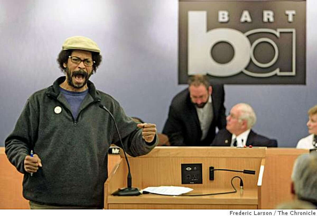 Charles DuBois voices (left) his opinion concerning the shooting death of Oscar Grant on New Year's Day at the Fruitville BART Station during a public BART board meeting at their headquarters in Oakland Calif., on January 12, 2009.