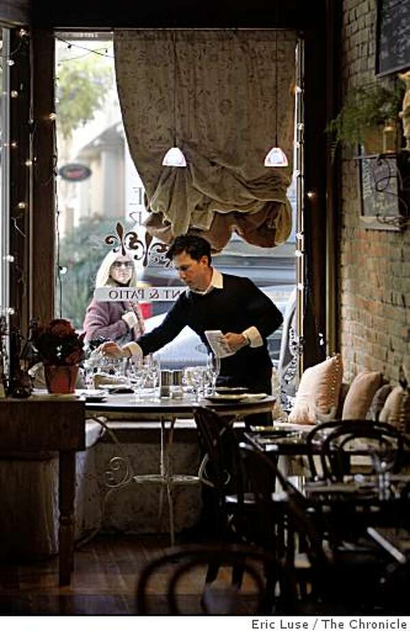 Harold Vallejos prepares the cozy window seating at A Divine Affair restaurant.  A  96 Hours Street Date in Healdsburg photographed on Wednesday, December 31, 2008. Photo: Eric Luse, The Chronicle
