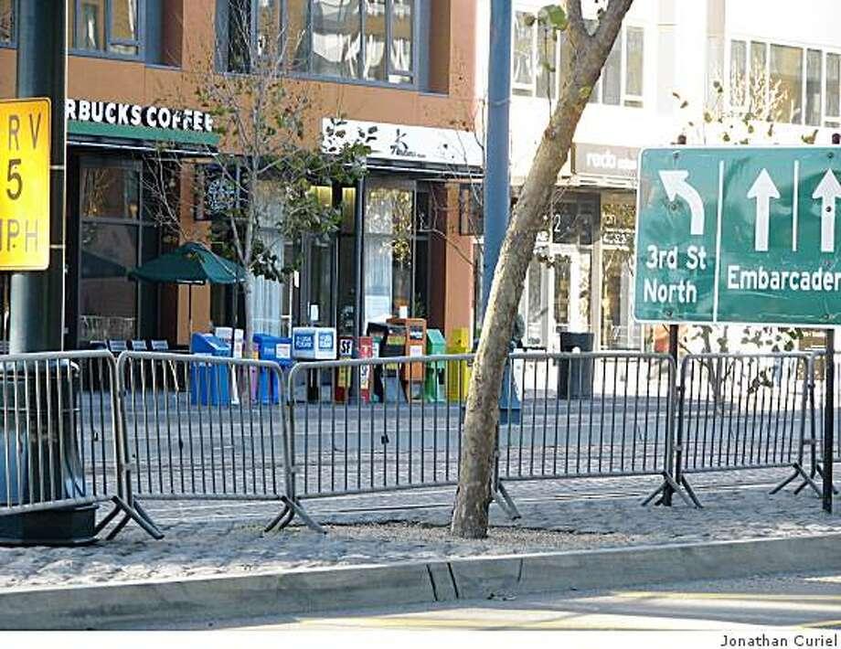 median barriers along king street, near third in s.f. Photo: Jonathan Curiel