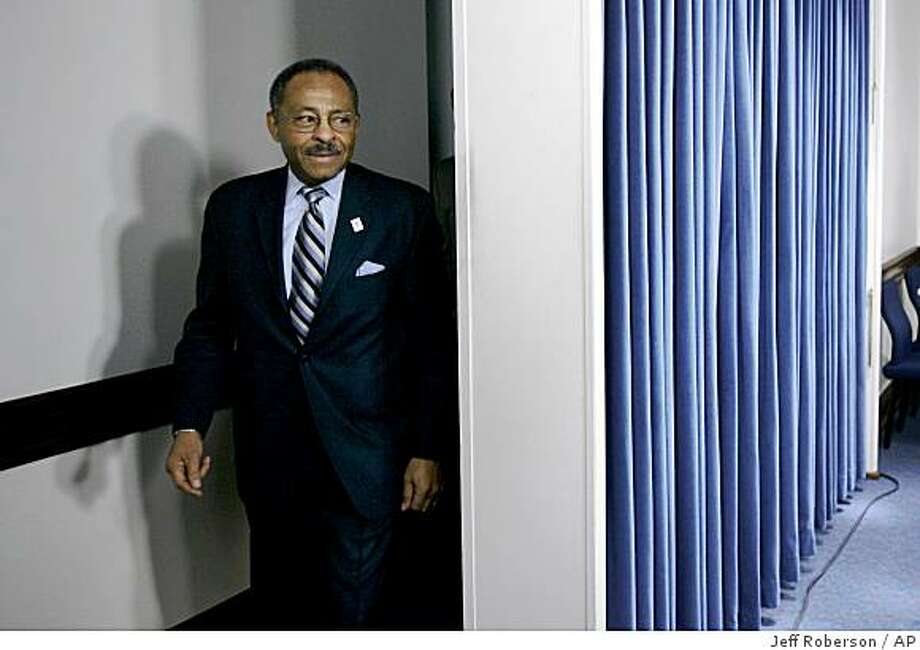 U.S. Senate appointee Roland Burris enters a news conference after testifying during the Illinois House Impeachment Committee hearing at the Illinois State Capitol Thursday, Jan. 8, 2009, in Springfield, Ill. (AP Photo/Jeff Roberson) Photo: Jeff Roberson, AP