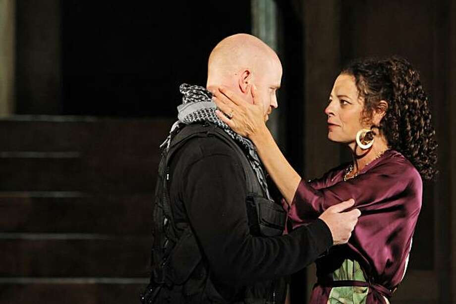 "Jud Williford, left, as MacBeth, and Stacy Ross as Lady MacBeth in the final dress rehearsal for Cal Shakes' production of ""Macbeth,"" at the California Shakespeare Theater in Orinda, Calif., on Tuesday, August 17, 2010. Photo: Carlos Avila Gonzalez, The Chronicle"